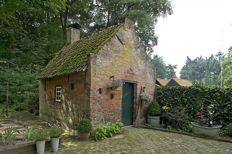Tuinhuisje in Roovert (via Wikimedia Commons)